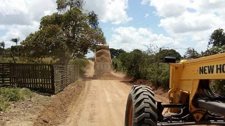 Estradas vicinais continuam sendo recuperadas em Pedrão