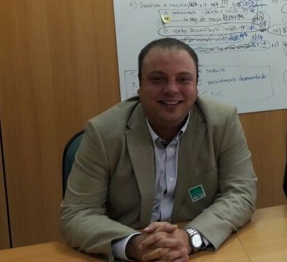 Sosthenes Campos parabeniza Aramari em seu aniversário.