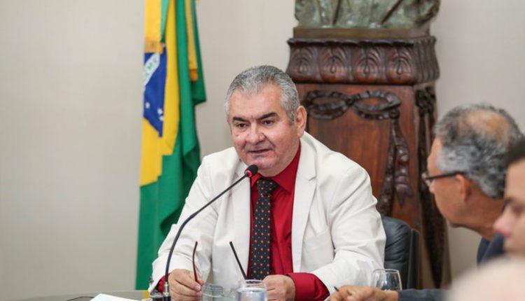 Coronel pede ampliação da rede elétrica de Riachão das Neves ao governador