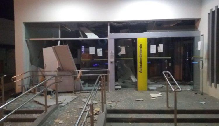 Amélia Rodrigues: armados com fuzil, bandidos explodem banco e disparam contra delegacia