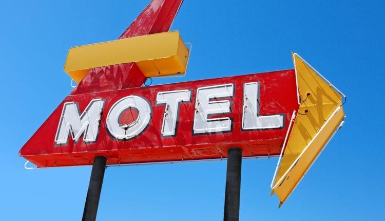 """PAI DO CÉU: Idoso passa a noite com """"novinha"""" e morre em quarto de motel"""