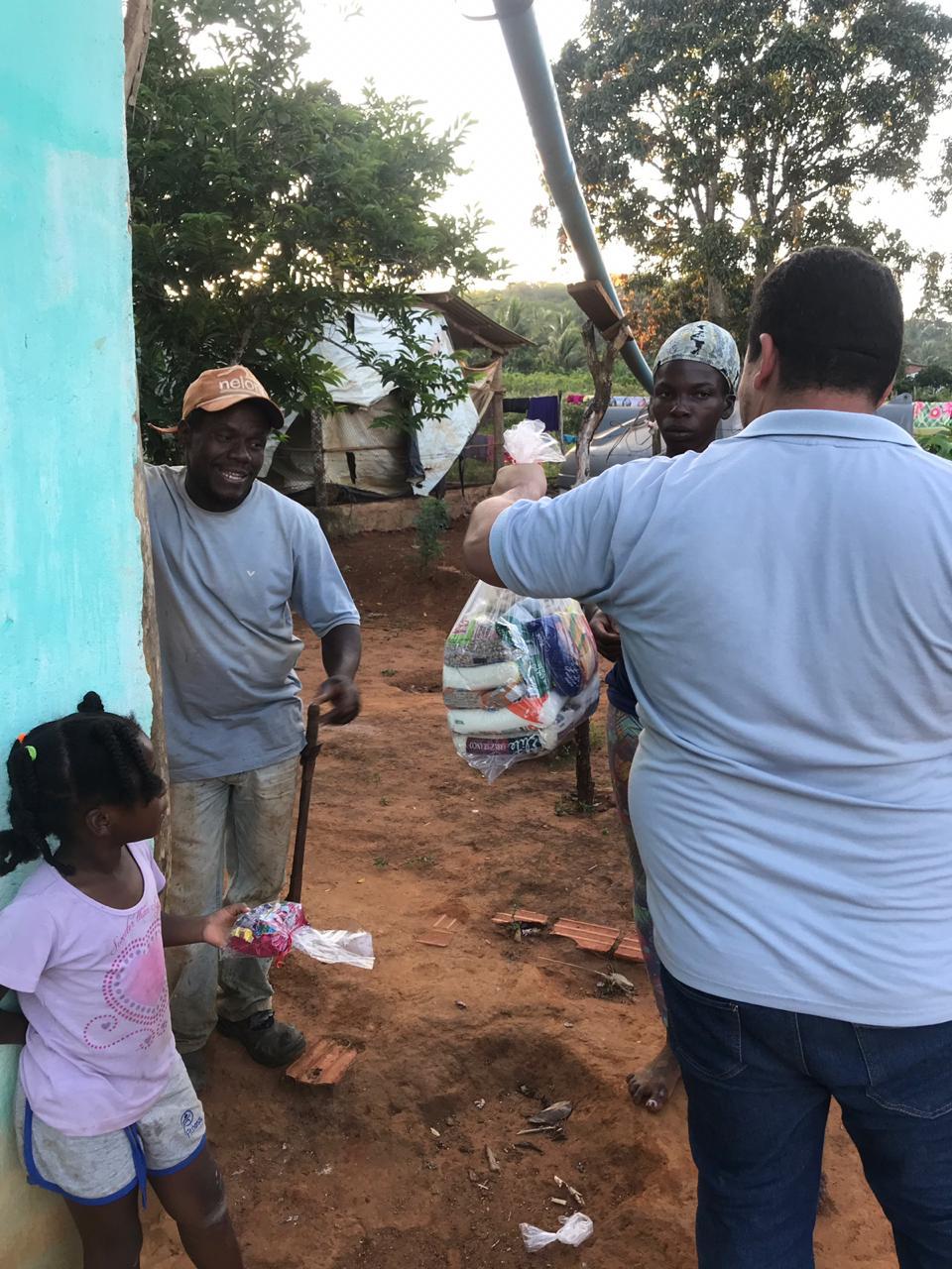Associação Comercial de Coração de Maria realiza doação de cestas básicas e beneficia mais de 200 famílias carentes em Coração de Maria.