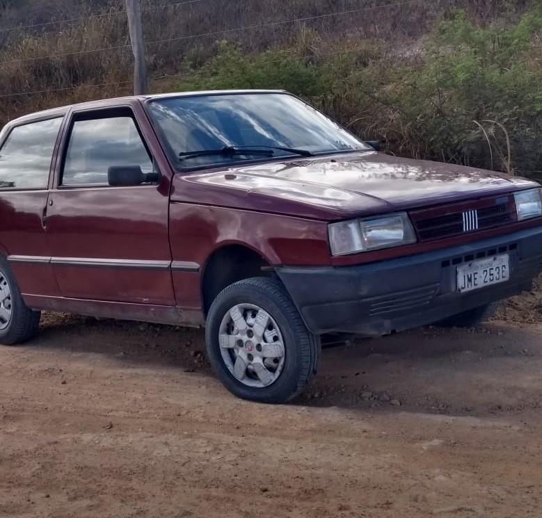 Carro encontrado abandonado em estrada vicinal de Pedrão