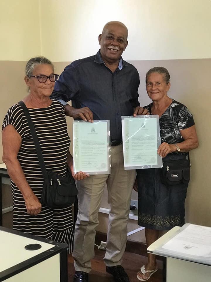 Prefeitura entrega títulos de terras a famílias em Teodoro Sampaio
