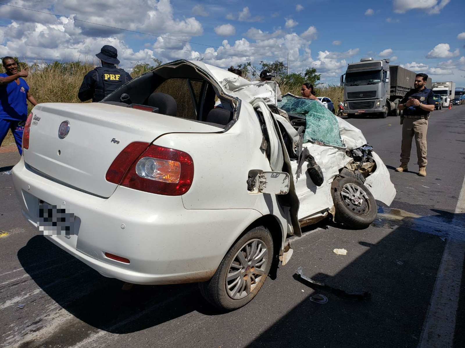 ENCONTRO FATAL: Homem morre após carro bater de frente com carreta