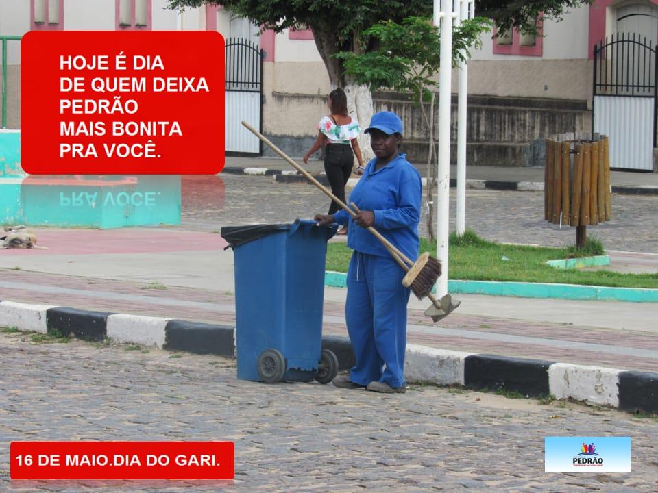 Galego da Saúde homenageia os garis e diz que eles são exemplos.