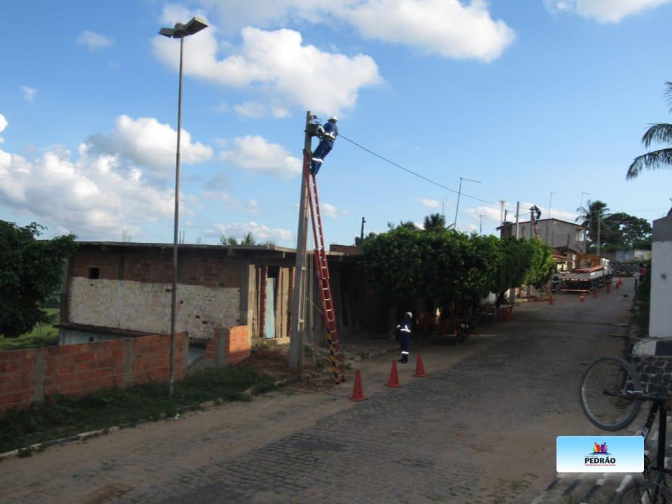 Prefeitura de Pedrão realiza extensão da rede de energia elétrica