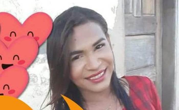 CRIME BÁRBARO: Travesti é encontrada morta com a mão decepada na boca
