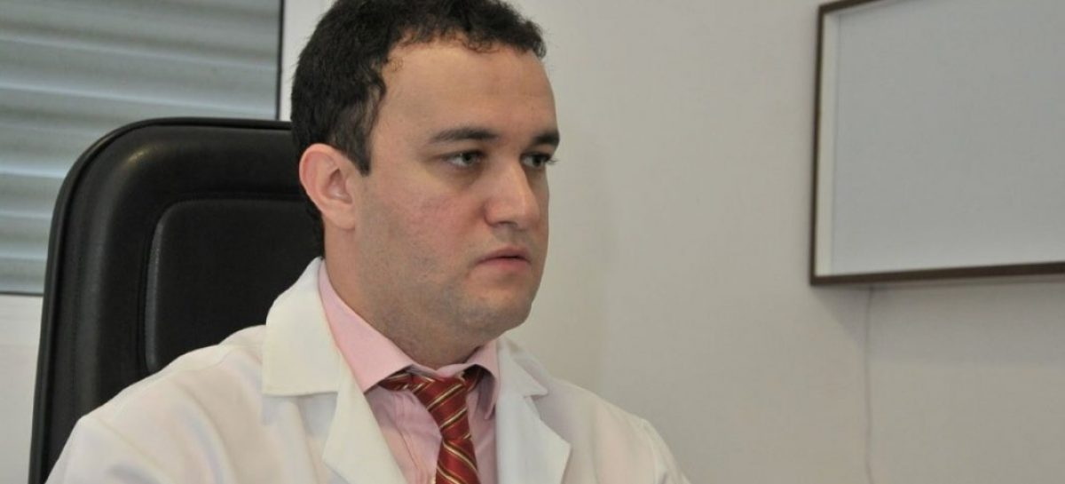 Médico brasileiro faz cirurgia que reverte Alzheimer e memória retorna
