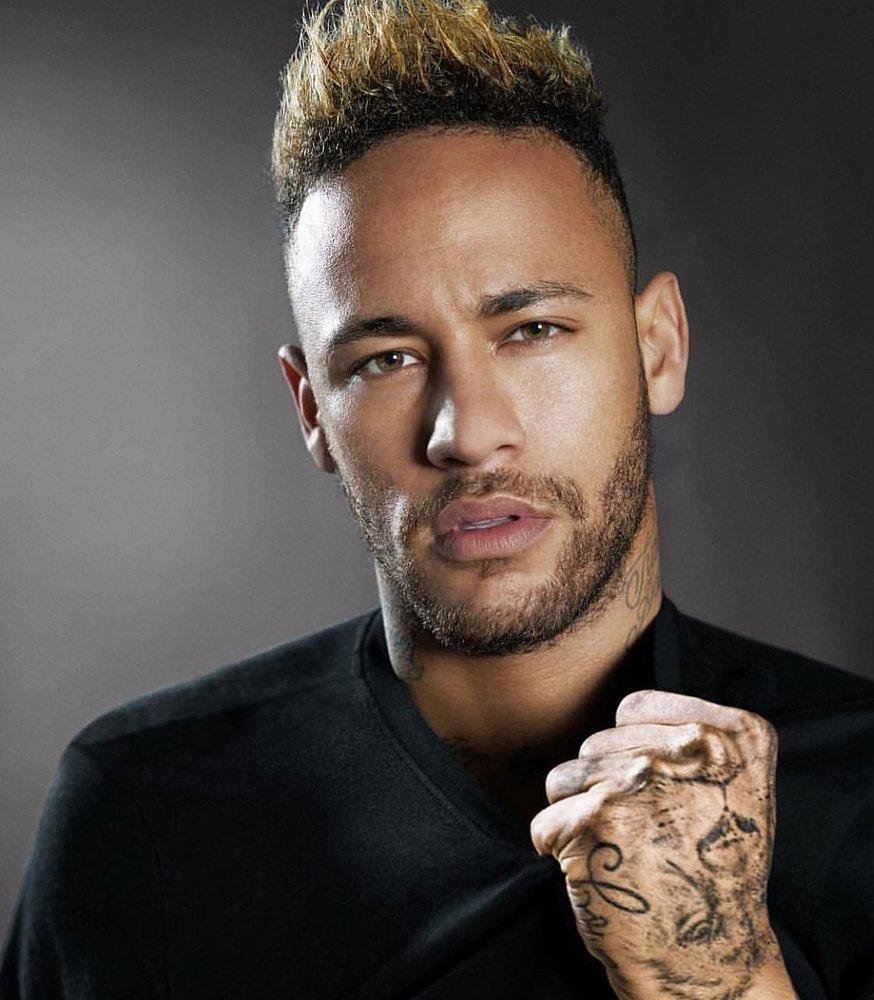 Neymar aluga mansão cinematográfica para passar o fim de ano na Bahia.