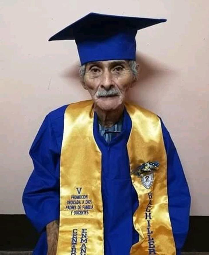 Idoso conseguiu formar-se no ensino médio aos 90 anos
