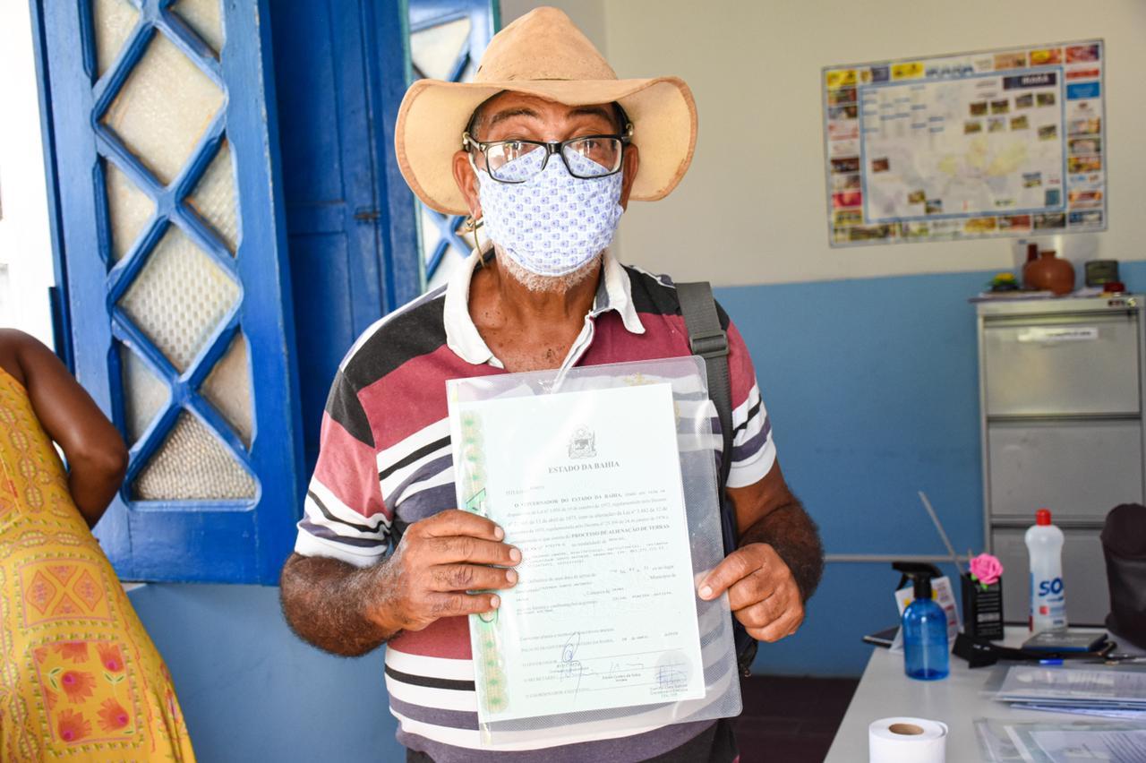 Agricultores familiares do Portal do Sertão recebem títulos de terra registrados em cartório