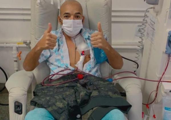 Vocalista do Unha Pintada tem saúde restabelecida após infecção nos rins
