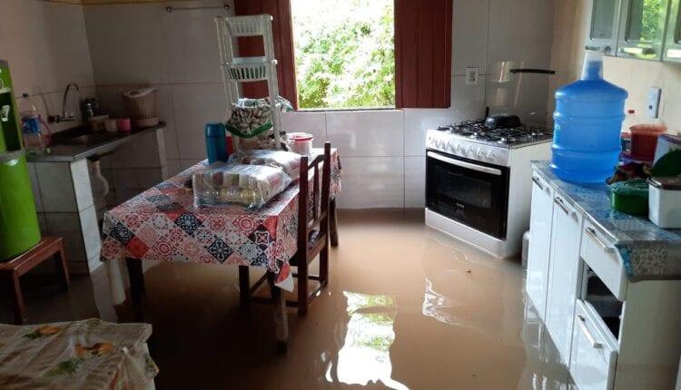 Teodoro Sampaio:  Casas foram alagadas pelas águas da chuva