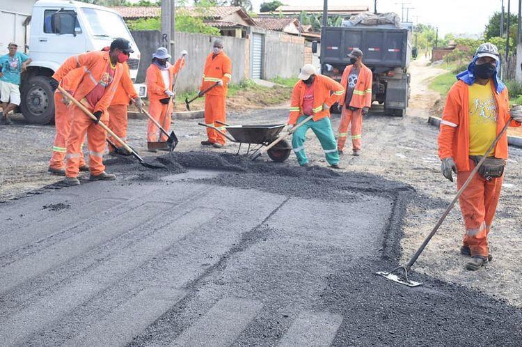 As obras não param em Lustosa: prefeitura de Teodoro Sampaio realiza pavimentação asfáltica no distrito.