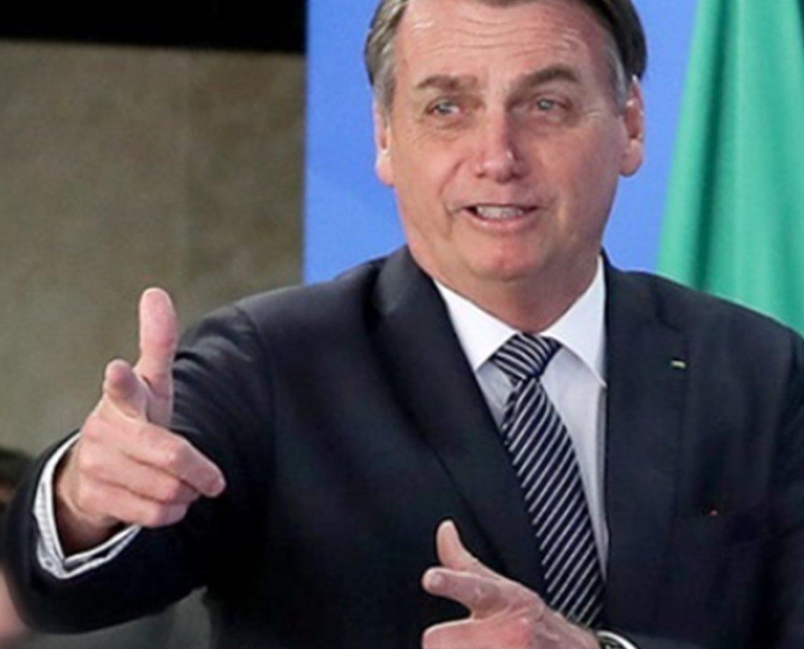 """Bolsonaro diz que estar até agora no governo é """"milagre"""" e reforça: 'todo mundo que quiser' terá arma no Brasil"""