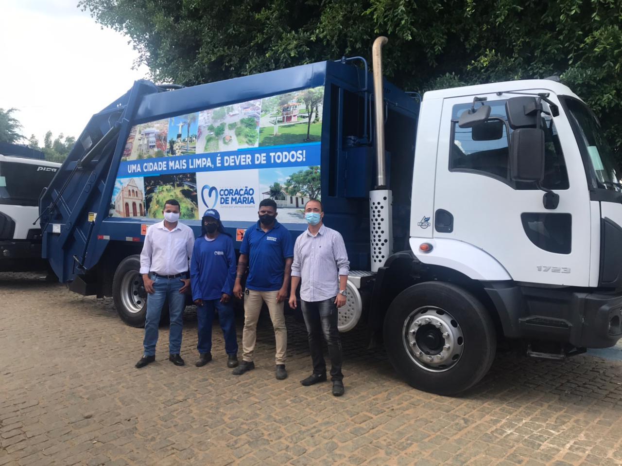 CORAÇÃO DE MARIA: Secretaria de Obras recebe novos caminhões compactadores para serviço de coleta de lixo