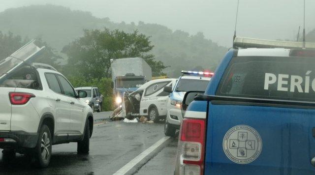 Colisão entre Corolla e carro funerário deixa um morto e cinco feridos