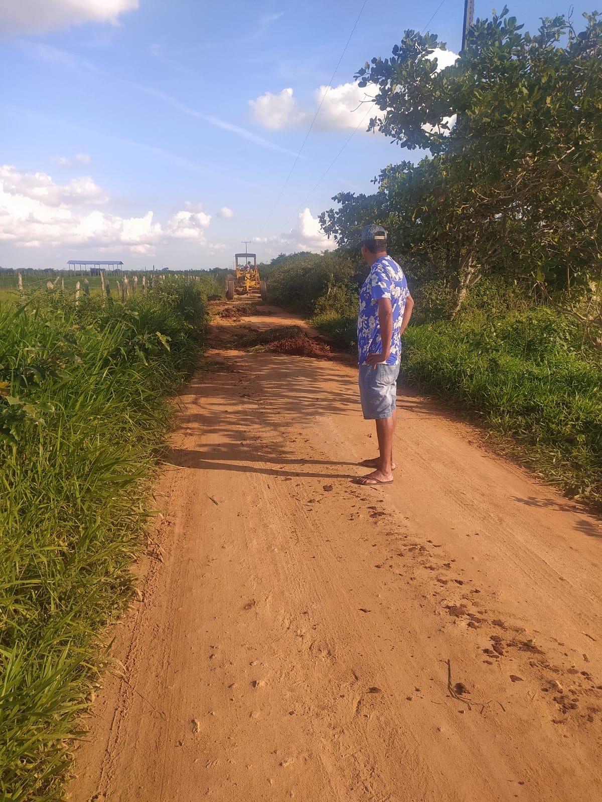 EM AÇÃO: Recuperação de estradas vicinais é fiscalizada pelo presidente da Câmara João Rios