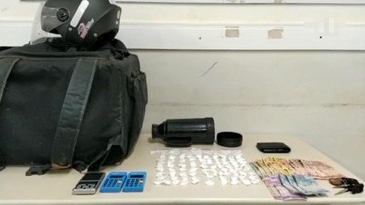 SE DEU MAL: Motoboy é preso ao ser flagrado durante 'entrega delivery' de drogas