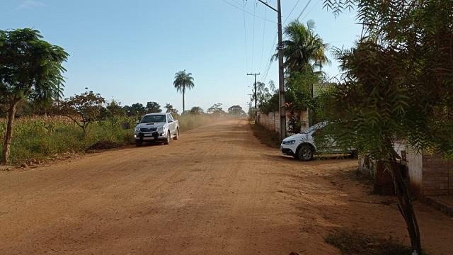 Com obras paradas, moradores e comerciantes do Retiro em Coração de Maria cobram avanço do asfalto na BA-503