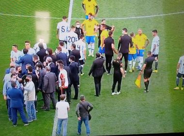 Jogo entre Brasil e Argentina é interrompido por agentes da PF e da Anvisa