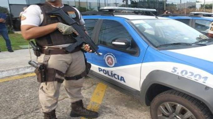 Dois homens morrem após troca de tiros com a polícia em Feira de Santana