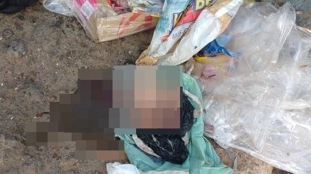 Feto é encontrado em saco de lixo