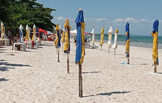 Homem é assassinado e adolescente fica ferida na Praia do Sol